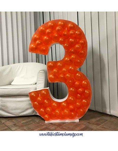 Mosaico de globos forma número tres