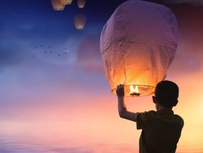 Otra manera de celebrar el Día de la Paz: nuestros farolillos voladores